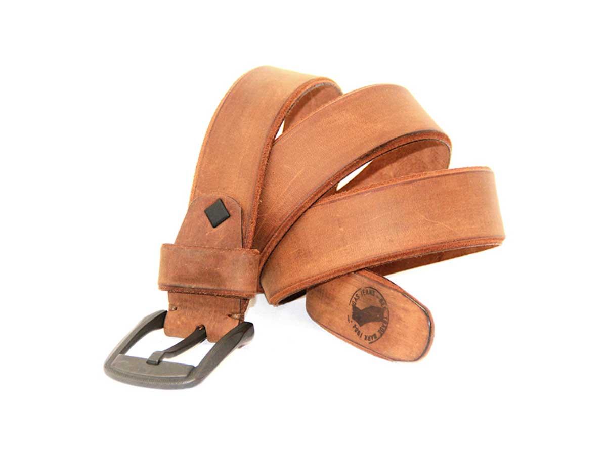 10 Cinturón en Cuero con Corte Inglés