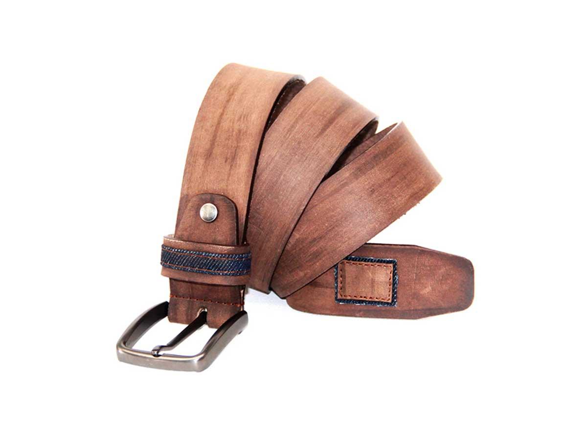 18 Cinturón en Cuero con Apliques en Denim